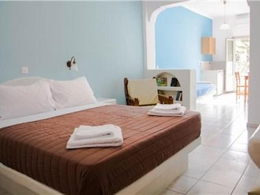 Sail Inn Studios & Apartments, hotels in Kamari