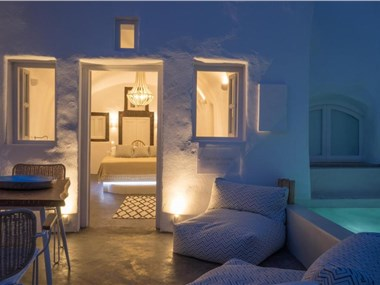 Canvas Suites, hotels in Oia