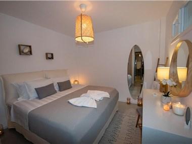 Kadis House Santorini, hotels in Kamari