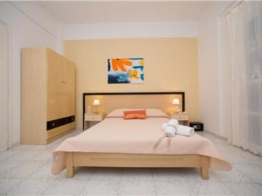 Blue Island Studios & Apartments, hotels in Perissa
