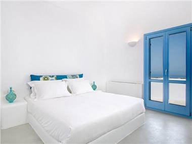 iSuites, hotels in Fira
