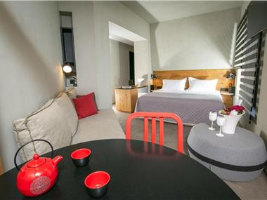 Marquise Suites, hotels in Fira
