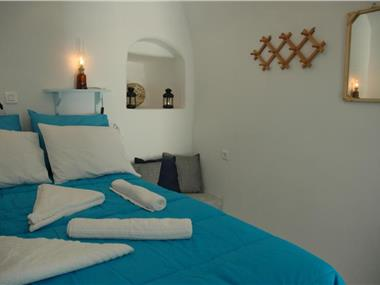 Black Rock Traditional Rooms, hotels in Emporio