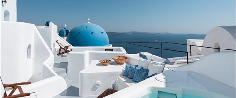 Suite with Outdoor Plunge Pool and Caldera View
