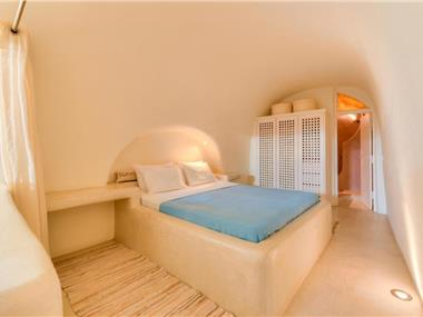 Christina's Cave House, hotels in Fira
