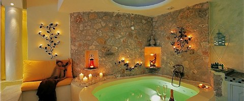 Honeymoon Suite with couples Jaccuzi and spacious private balcony with sea/caldera/volcano view