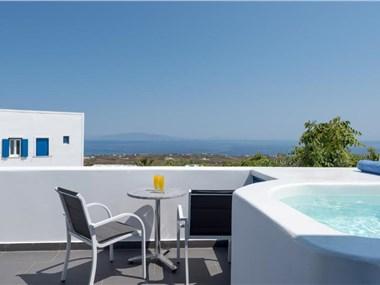 Anemomilos, hotels in Oia