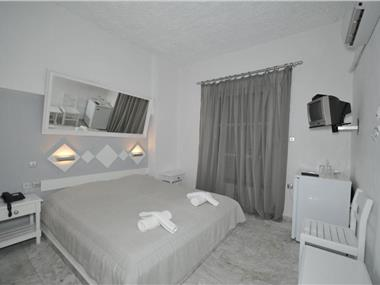 Porto Castello, hotels in Fira
