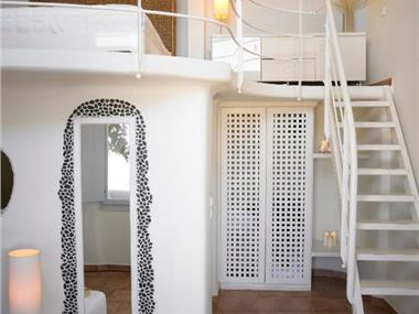 Suites of the Gods Cave Spa, hotels in Megalochori