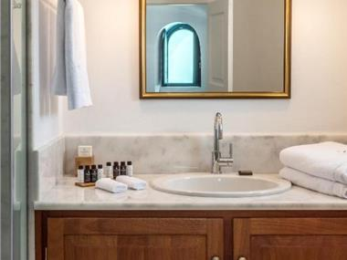 Chelidonia Luxury Suites, hotels in Oia