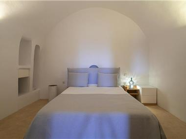 Radiant Santorini, hotels in Messaria