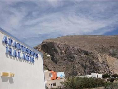 Studios Halaris, hotels in Perissa