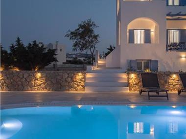 Exquisite Private Pool Villa 6 Prs @ Santorini, hotels in Karterados