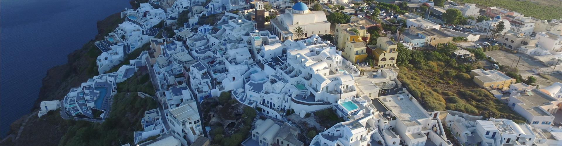 Santorini hotels on the rim of the caldera