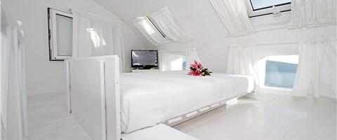 Three-Bedroom Villa with Outdoor Hot Tub