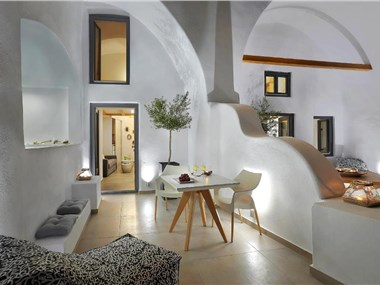 Callia Caves, hotels in Fira