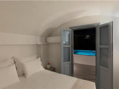 BlackStone Luxury Suites, hotels in Emporio