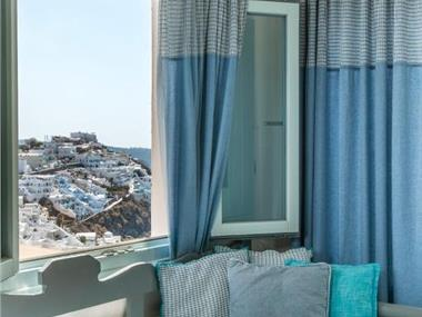 Blue Dolphins Apartments, hotels in Firostefani