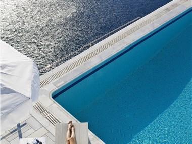 Homeric Poems, hotels in Firostefani