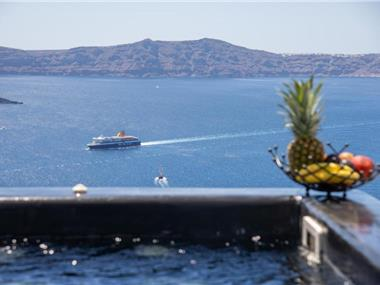NK Cave House Villa, hotels in Fira