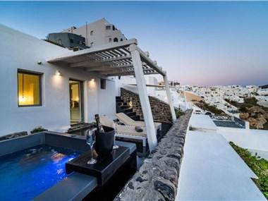Solstice Luxury Suites, hotels in Oia