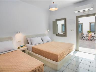 Olive Tree suites, hotels in Fira