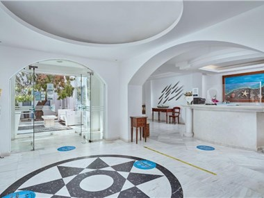 Meltemi Excelsior Suites, hotels in Perissa