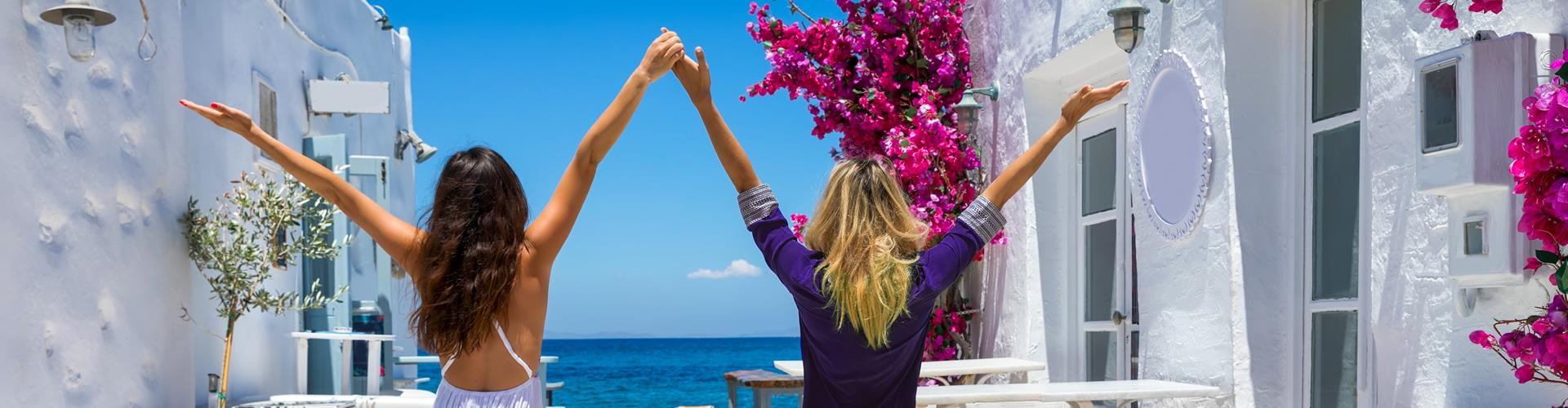 Traveling with Friends to Santorini? Best Places to Stay & Things to Do